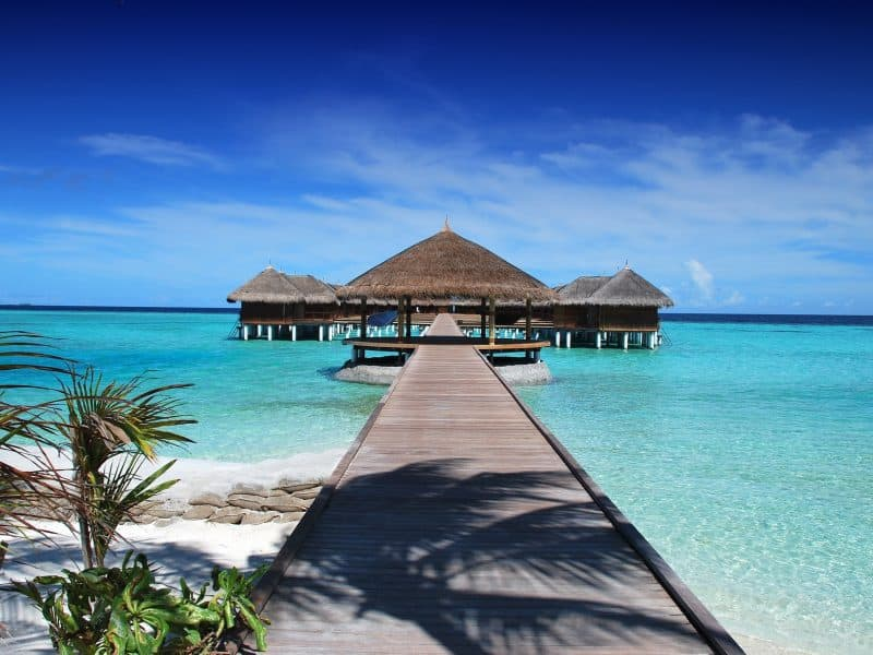 maldives-water-bungalows-with-dock
