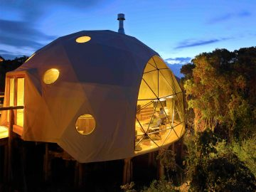highlands-safari-lodge-outdoor-globe